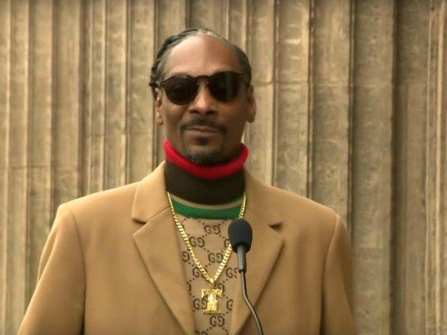 Snoop Dogg si-a multumit lui insusi cand a primit o stea pe Walk of Fame / VIDEO