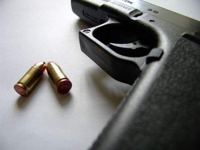Un cetatean strain care ar fi ucis doua femei, impuscat de politisti dupa ce i-a amenintat