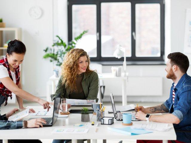 Trei lucruri care motiveaza orice angajat sa ramana la locul de munca