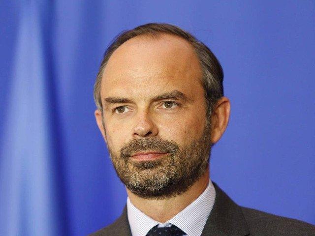 Guvernul francez a decis suspendarea cresterii taxelor la carburanti, ca urmare a protestelor masive