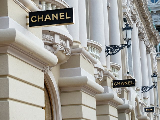 Casa de moda Chanel renunta la utilizarea blanurilor si pieilor animalelor exotice