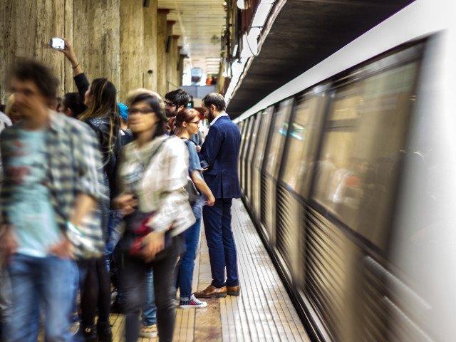 Calatoria cu metroul se va scumpi, a anuntat ministrul Transporturilor