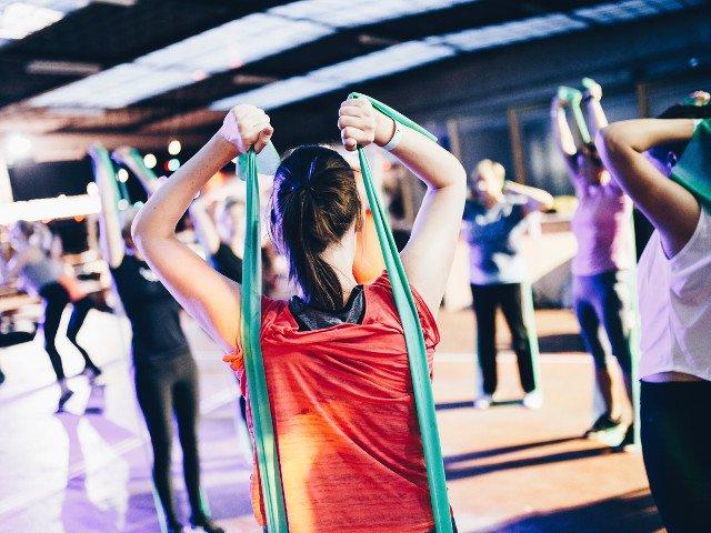 Studiu: Exercitiile fizice si suplimentele pe baza de proteine ar putea ajuta la inversarea fragilitatii