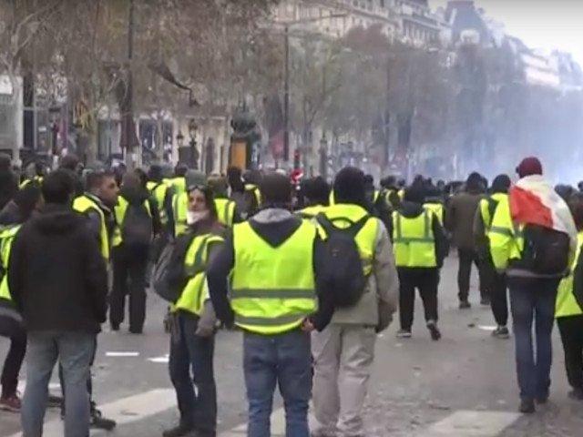 Mai multi jurnalisti au fost raniti in timpul protestelor ''vestelor galbene'' la Paris