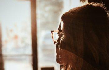 Ar trebui sa te puna pe ganduri: 8 semne care indica imbatranirea prematura a creierului