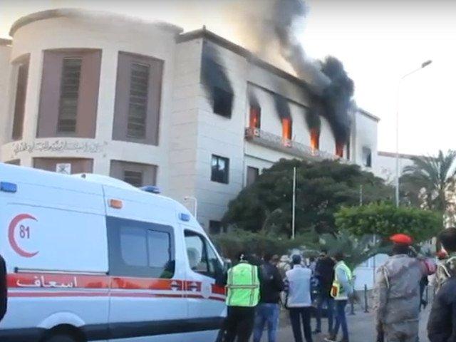 Cel putin 3 morti si 10 raniti in urma unui atac asupra Ministerului de Externe al Libiei