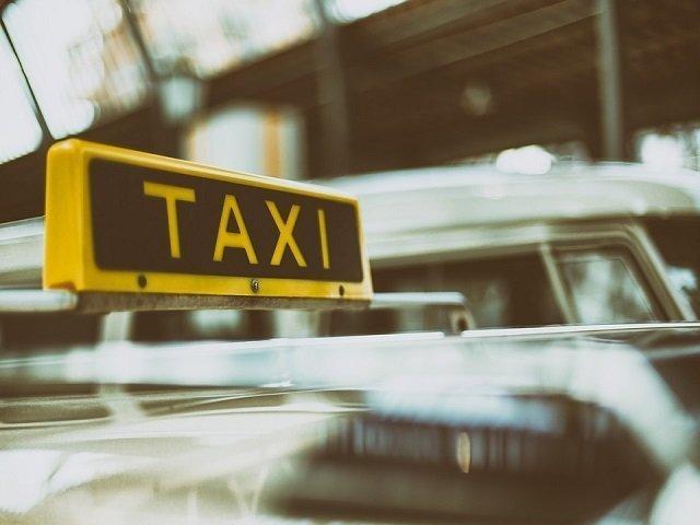Un barbat a decedat intr-un taxi la Brasov, in drum spre centrul orasului