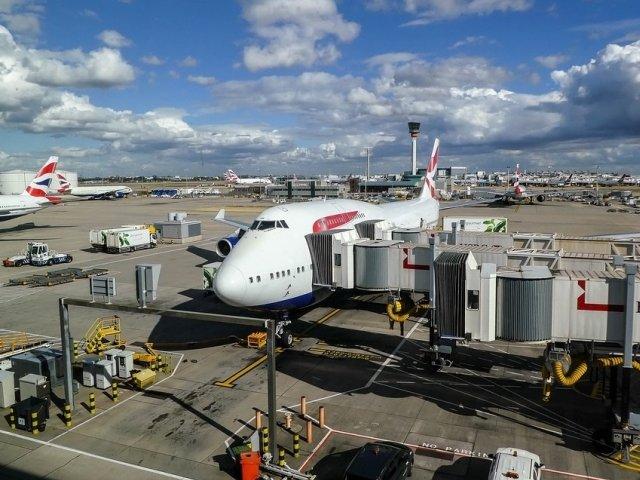 Doua aeroporturi londoneze iau masuri de nivel militar impotriva dronelor