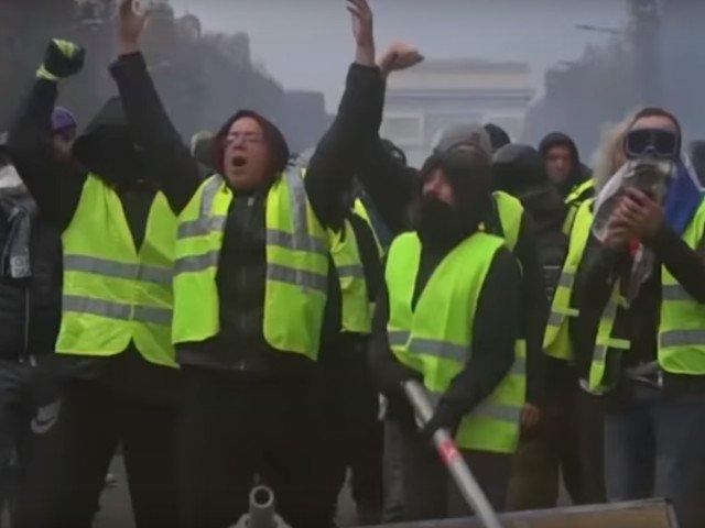 """Ciocniri intre """"vestele galbene"""" si fortele de ordine la Paris"""