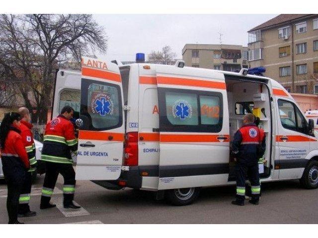 Noua persoane au fost transportate la spital dupa ce un microbuz a iesit de pe carosabil la Bascov