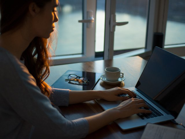 Studiu: Utilizarea retelelor de socializare, asociata cu un risc mai mare de depresie la adolescente