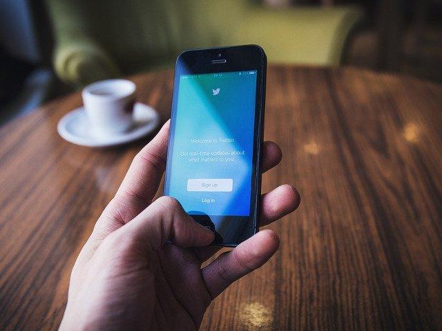 Un miliardar japonez a depasit recordul de redistribuiri pe Twitter dupa ce a promis bani celor care ii popularizeaza mesajul