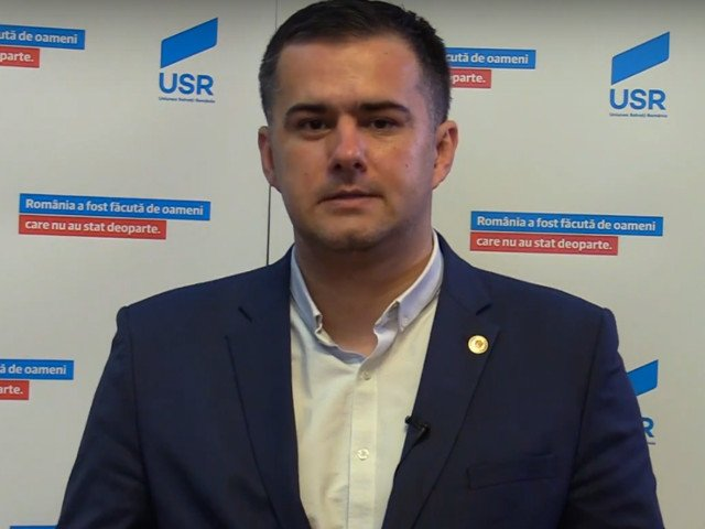 Deputat USR: Parinti, nu pierdeti banii copiilor la hotia numita Contul Junior