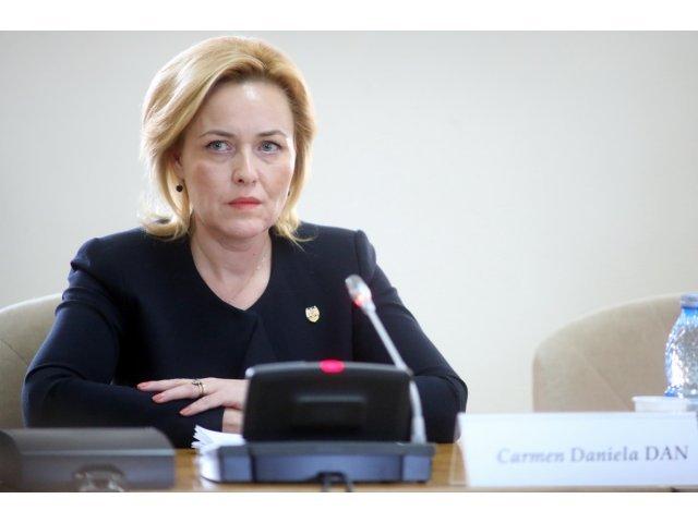 Carmen Dan: Observ o insistenta a presedintelui de a sabota absolut orice actiune a Guvernului