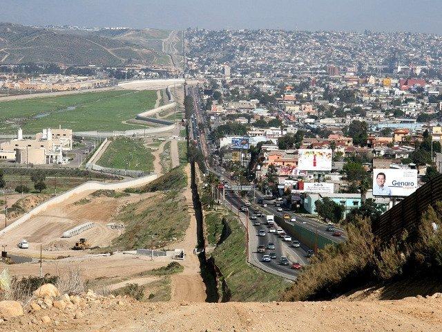 Autoritatile din Mexic au descoperit 20 de cadavre in apropiere de frontiera cu SUA