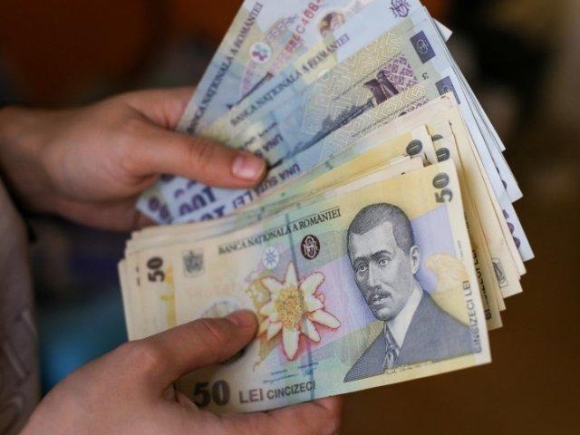 Leul atinge un nou minim istoric in raport cu euro. Ce a determinat deprecierea leului, potrivit economistilor