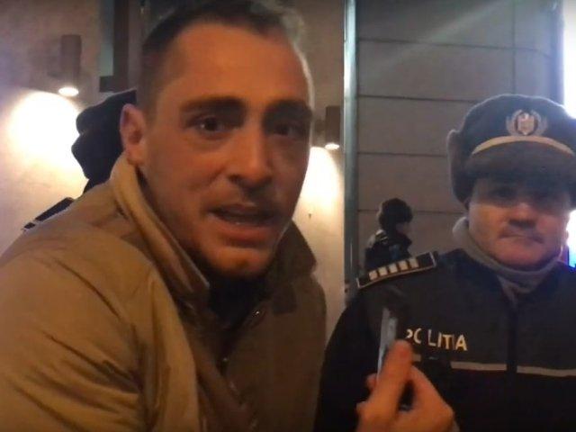 Vladimir Draghia, bruscat si amendat de jandarmi in fata Ateneului/ VIDEO