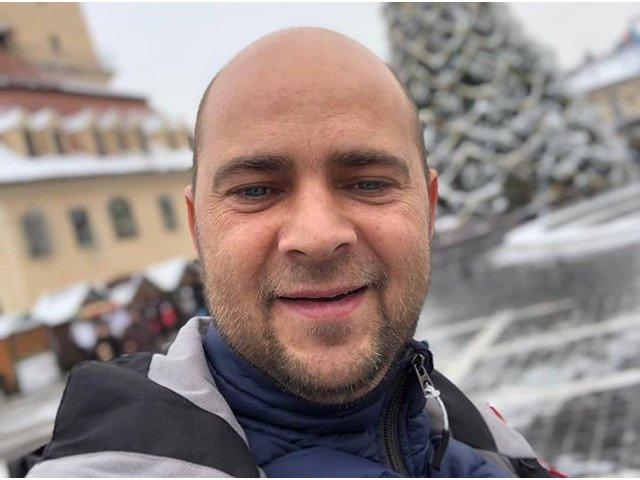 Cosmin Selesi, accidentat serios la schi. Prezentatorul Antena 1 si-a anulat toate spectacolele