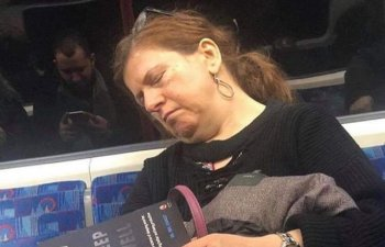 10 imagini amuzante care arata ca oamenii chiar pot dormi oriunde