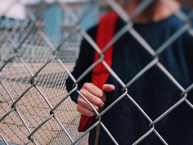 Un elev de 18 ani a fost injunghiat in pauza, in curtea unui liceu din Vaslui
