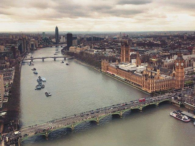 Propunerea unui deputat britanic: transformarea Palatului Westminster in hotel de lux si obiectiv turistic
