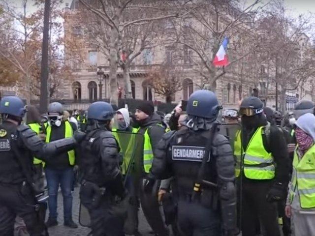 """Un manifestant din miscarea '""""vestelor galbene"""" si-a pierdut o mana in confruntarile cu fortele de ordine"""
