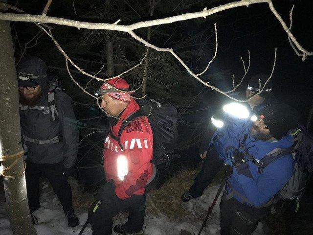 Doi turisti francezi care s-au ratacit pe munte in timp ce coborau de la Cabana Cozia, salvati dupa 11 ore