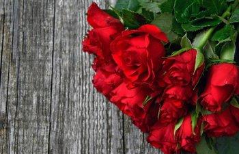 Un baietel a strans bani ca sa cumpere flori tuturor colegelor de Valentine's Day