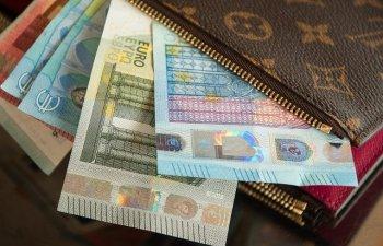 Euro a crescut peste 4,74 lei