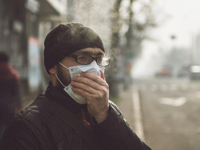 Poluarea atmosferica ucide mai multi oameni decat fumatul, potrivit unui studiu