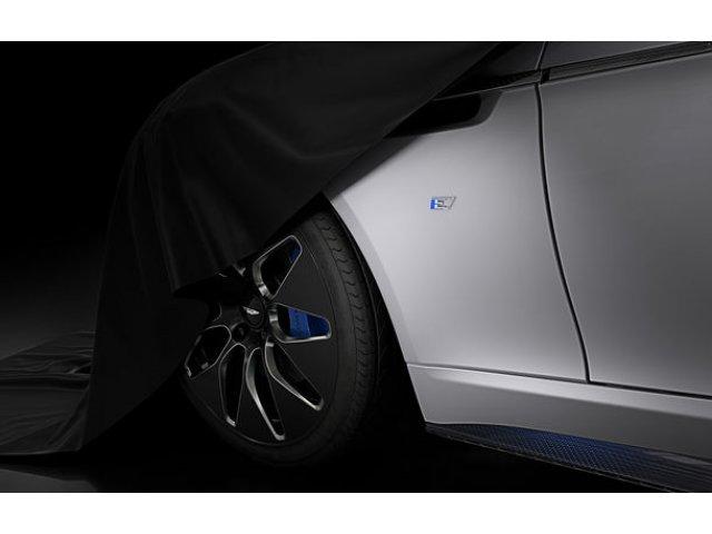 James Bond si electrificarea: actorul Daniel Craig ar putea conduce un prototip Aston Martin Rapide E in urmatorul film cu agentul 007