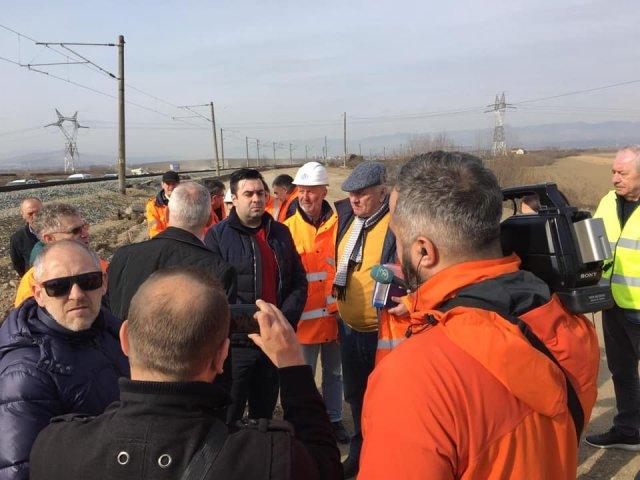 """Ministrul Transporturilor, in timpul protestului de 15 minute: """"Facem autostrazi, nu avem timp sa stam"""""""