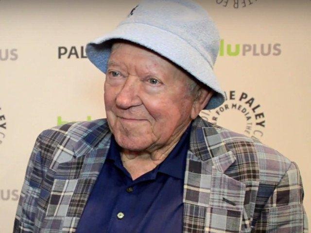 """A murit actorul Richard Erdman, cunoscut din serialul """"Beverly Hills, 902010"""""""