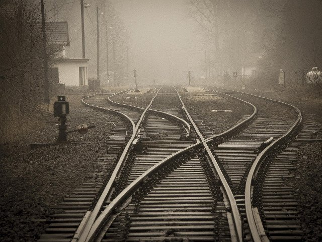 Un barbat a murit dupa ce masina in care se afla a fost lovita de un tren