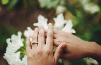 De ce este alba rochia de mireasa? Cum au aparut 10 dintre cele mai cunoscute obiceiuri de nunta
