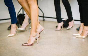 Secretele fotomodelelor: 7 trucuri pentru un mers sexy pe tocuri