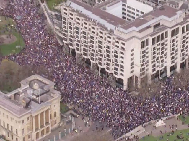 Londra: Sute de mii de oameni cer, in strada, un nou referendum pentru Brexit