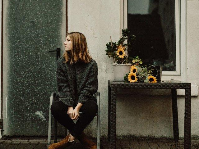 """Izolare si imposibilitate de exprimare a emotiilor. 10 semne ca suferi de """"amorteala emotionala"""""""