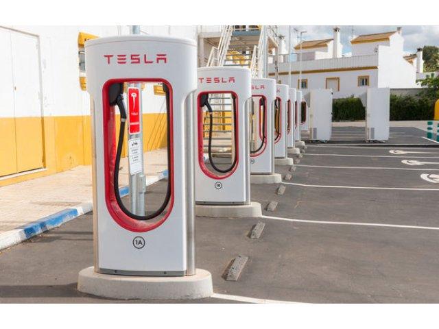 """Dus rece pentru Tesla: livrarile de masini au scazut in primul trimestru cu 31% din cauza """"cererilor masive din Europa si China"""""""