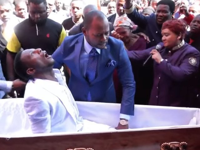 Barbatul inviat de un pastor din Africa de Sud a murit/ VIDEO