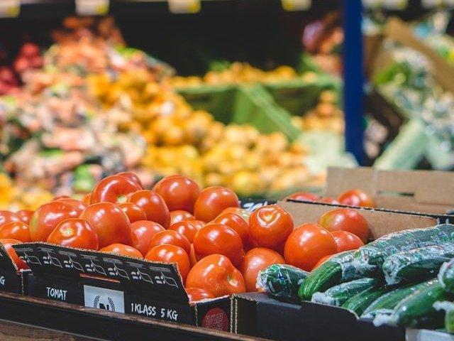 """""""Operatiunea Demetra"""": Peste 80 de tone de fructe si legume, neutralizate dupa ce zeci de tiruri au fost blocate la vama pentru control"""