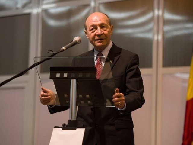 Basescu: Augustin Lazar ar trebui sa demisioneze. Nu are rost sa continue o batalie pe care o pierde