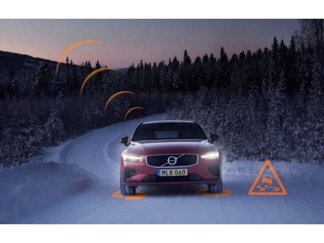 Volvo lanseaza in Europa doua sisteme care trimit avertizari in timp real despre accidente si conditiile de drum: masinile vor comunica intre ele