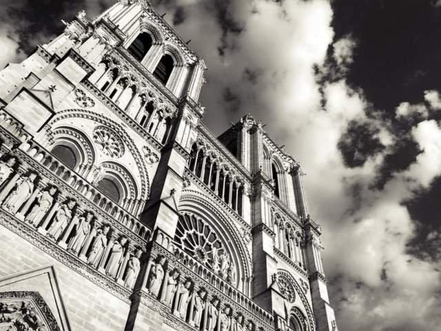 Incendiu de proportii la Catedrala Notre Dame din Paris. O parte din acoperis s-a prabusit / VIDEO