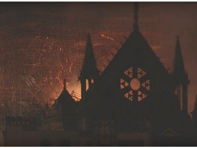 """Pompieri: Structura catedralei Notre Dame """"este salvata si pastrata in intregime"""""""
