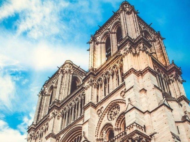 Operele de arta aflate in catedrala Notre-Dame vor fi transferate la Muzeul Luvru