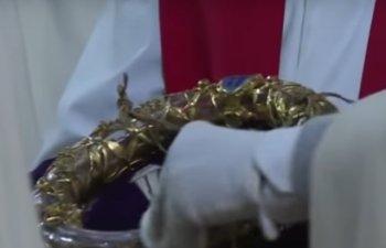 Un preot si-a riscat viata pentru a salva Coroana de Spini a lui Iisus de la Notre-Dame