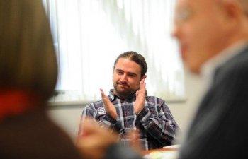 Plesoianu, despre Iohannis: Referendumul, declansat de un presedinte care il tine in brate pe Augustin Lazar, un tortionar