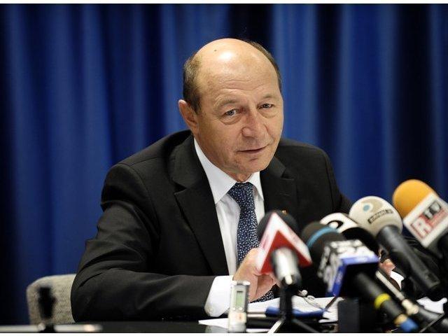 Basescu, despre Iohannis: Sa-i toace pe cei de la PSD. Mingea e la el. Sper sa le umple plasa de goluri