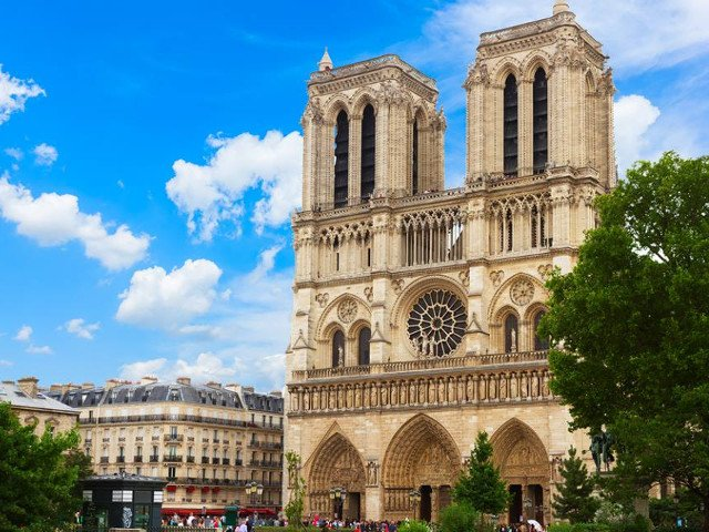A fost construita pe o locatie sacra. 10 curiozitati despre catedrala Notre-Dame